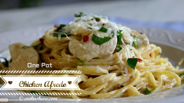 One Pot Chicken Alfredo in 30 Minutes