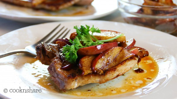 Pork Chops with Apple and Cinnamon in 30 Minutes